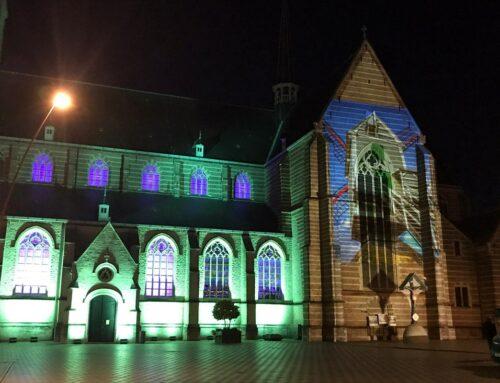 Lichtspektakel op de kerk van St.-Amands